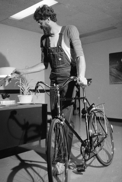 Phil Jackson and his Raleigh, circa 1974. (via SI Vault)