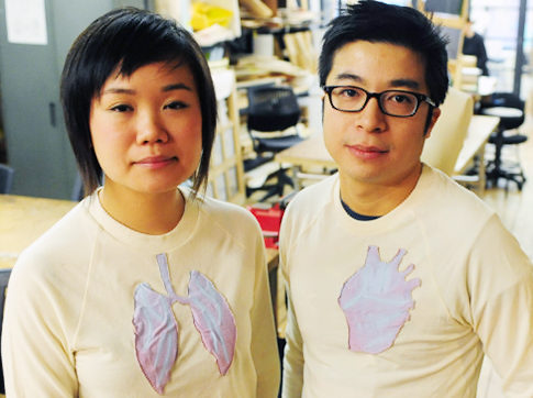 spime:  Pollution has never been so fashionable: A pair of NYU grad students have created a high-tech sweatshirt emblazoned with pink lungs that suddenly show blue veins when exposed to dirty air. (via Grad students create color-changing clothes that detect air pollution)