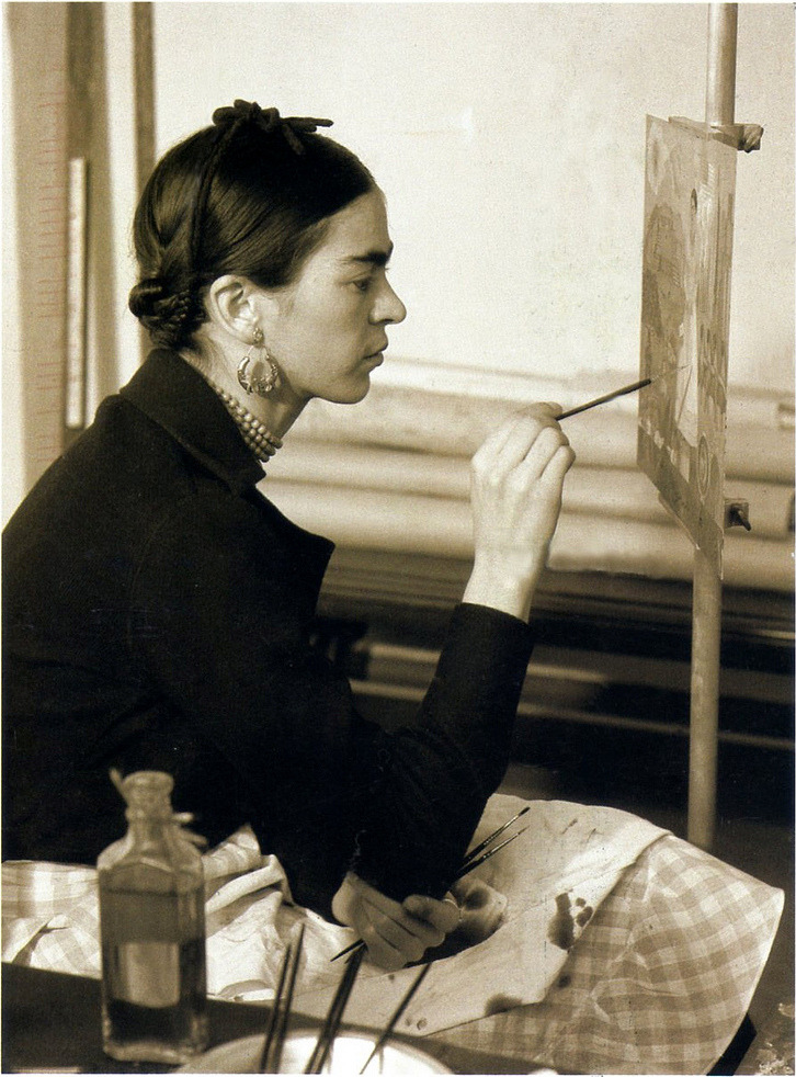 arsvitaest:  Frida Kahlo painting Self-portrait on the Borderline between Mexico and the United States, 1932.