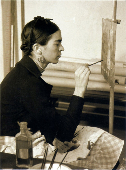 nnokka:  (via: ilikeartalot): Frida Kahlo painting - Self-portrait on the Borderline between Mexico and the United States, 1932.