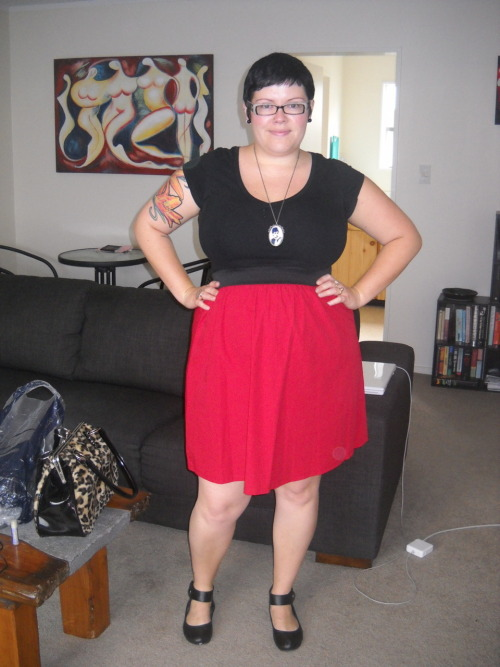 Here is me in my new Pop Skirt in Red from Domino Dollhouse! I love it, the fit is great (although the elastic did get a bit uncomfortable after sitting at my desk all day, but that's no fault of the skirt, that's a hazard of the job!), the colour is awesome and I just felt good in it. I also love having a solid colour skirt that isn't black, what a novel idea. :) t-shirt - Walmart, skirt - Domino Dollhouse, shoes - Number 1 Shoes, necklace - Diva p.s. I was so trying to be Kyla the Great's twin in this outfit. <3