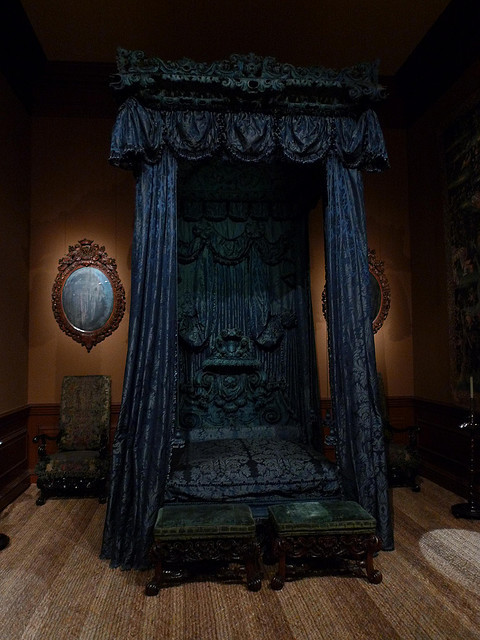 State Bed at the Met, NYC; photo by cuttlefish