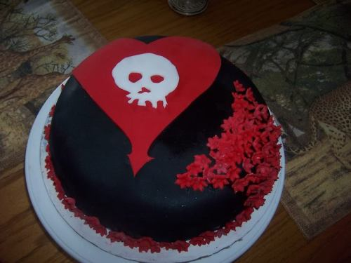 I want a cake like this for my birthday this year, but only better lol. An Alkaline Trio cake would be rad