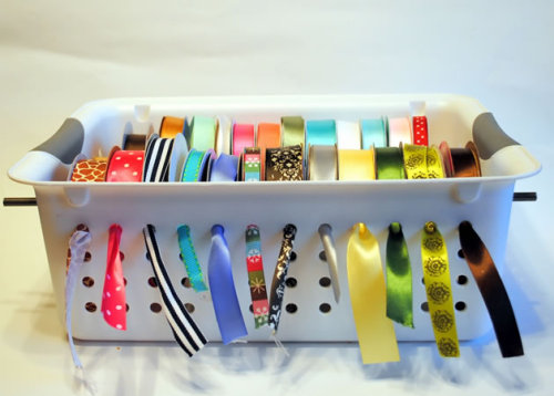 makethismakethat:  How-To: Plastic Bin Ribbon Organizer @Craftzine.com blog  Ooh, I have two of these exact bins in my bathroom. But they're purple and don't match my craft room, so I can't use them in there unless I paint them. My problems are THE WORST.