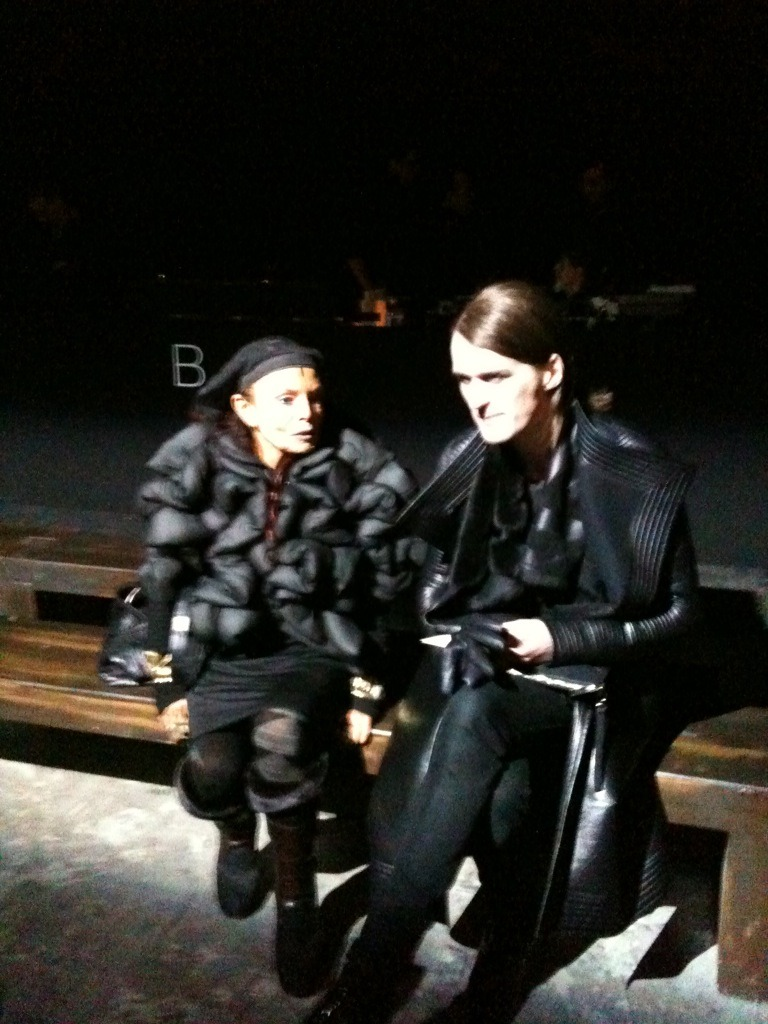 michele lamy and gareth pugh (eagerly waiting/looking frustrated cos the givenchy show is over 30 minutes late) lol michele wearing cdg