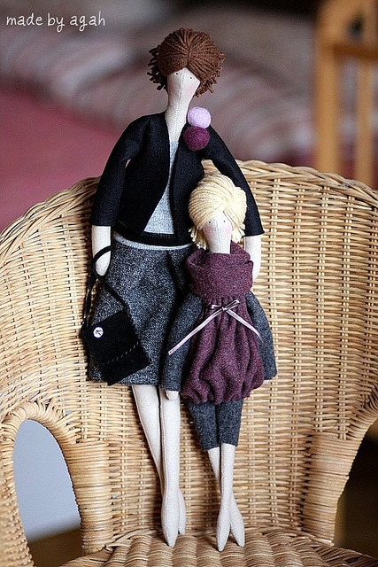 Handmade dolls from madebyagah.  She sells her creations through her etsy shop.  apotospitimou:  (by made by agah)
