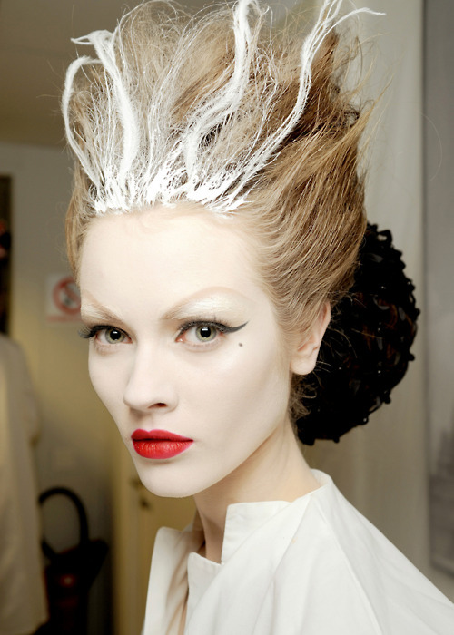 cross-stained:  Backstage at Christian Dior Spring 2010 Haute Couture