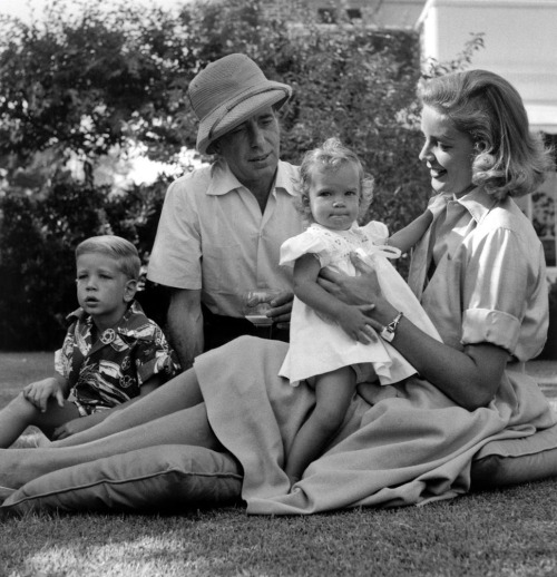 backfromthefuture:  Bogie and Bacall with their children, Stephen and Leslie.