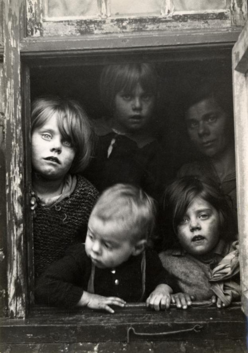 "liquidnight:  ""Poor children looking through a window"" Children  of the family Raaymakers, hit by the crisis, getting help thanks to an  action of magazine Het Leven. Best, The Netherlands, 1936 [From the Nationaal Archief]"
