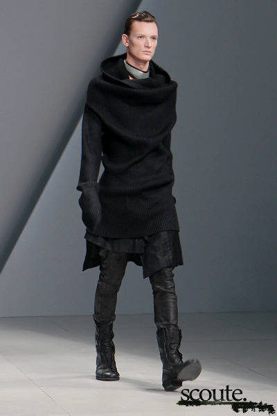 One of my favourite looks from Julius' Fall-Winter 2011 show, entitled Halo. I strongly encourage you check out the full collection at scoute.org. Comment on this post at HARAJUJU.net