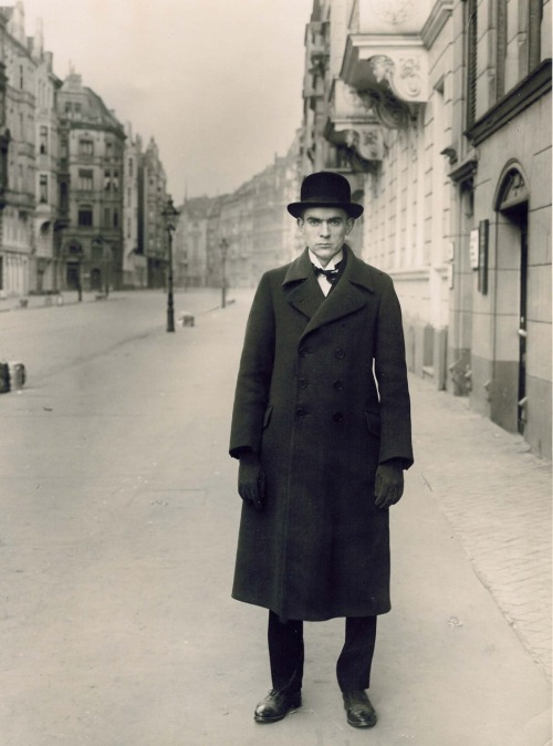 Anton Räderscheidt- August Sander 1927 Co-founder of the Stupid artists group in 1919-abandoned constructivism in 1920 to pursue Magic Realism - wejustlovedada.com lushlight: via