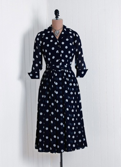 Me too :) bramblewoodfashion:  I adore polka-dot dresses.   omgthatdress:  1940s dress via Timeless Vixen Vintage