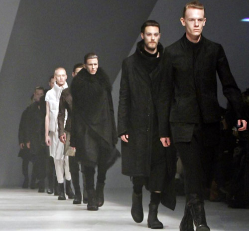 Samuel over at Tokyo Telephone has done a great write-up on Julius' FW11 collection; strongly suggest checking it out.  This collection saw Julius far removed from the street punk post apocalyptia of 2009-2010 that culminated in a Tibetan cult infused vision for S/S 2011.  Gone are the cluttered hanging fabrics, distressed leather and strong metal detailing, they are replaced with an altogether smarter and futurist simplistic uniform.  If previous collections were what the men on the street were wearing in Julius' future, this is what the avant-garde are wearing.
