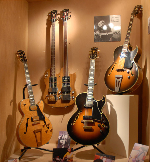 Here is a nice set of some of the guitars of parisian luthiers Jacobacci brothers.