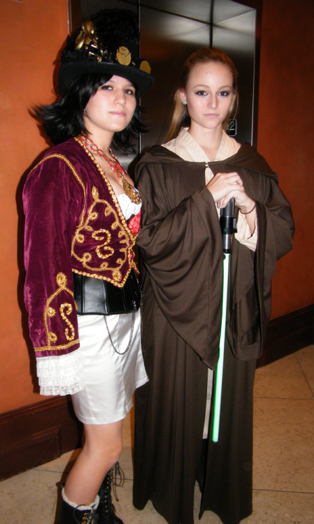 Chillin at Ikkicon with a female Jedi