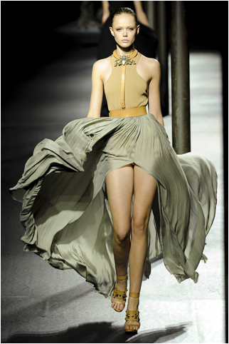 Lanvin's 2011 Spring RTW OMG…how brilliant!? Combining minimalism, militaristic, embelishments, and classic elegance…What more is there to say besides, WOW. Adored…by Muah.