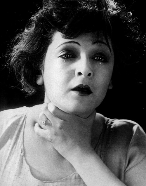 "Lya de Putti in Variety (1925, dir. Ewald André Dupont) ""There is no greater glory than love, nor any greater punishment than jealousy."" (via)"