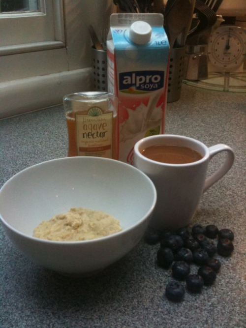 Breakfast: Porridge mixed with almond meal, blueberries, and light soy milk. A white coffee also made with light soy and a teaspoon of agave nectar.