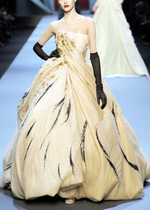 modeavenueparis:  Christian Dior Spring/Summer 2011 Haute Couture Collection by John Galliano