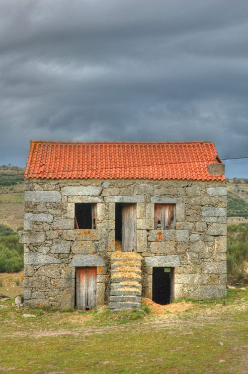 atanasentchev:  Rural house in Portugal.