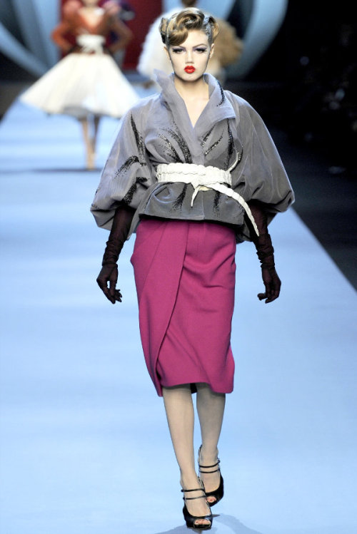 iamnotawhore:  Dior spring 2011 at Paris Haute Couture week. Oh Mr. Galliano, you have outdone yourself this time.