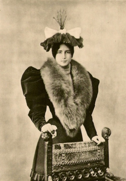 regardintemporel:  Cléo de Mérode, 1894