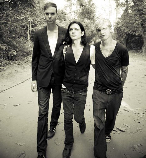 30 DAYS OF PLACEBO! - DAY 12 - Favorite interview – Sziget Interview (http://www.sziget.hu/fesztival/interju/80-kal_tobb_mosoly_-_placebo.1961.html &   http://www.youtube.com/watch?v=3h7UpPX43kY&feature=related ) and iTundes Festival Interview (http://www.youtube.com/watch?v=EbNacMqsnRg)