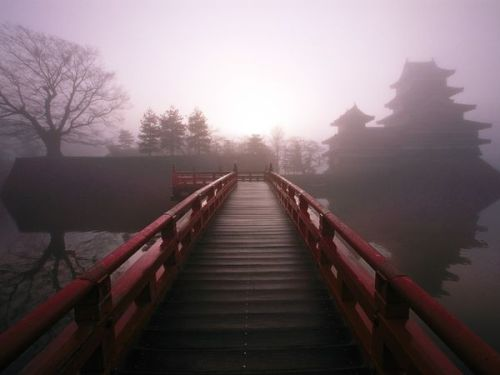 skysignal:  Samurai Fortress Photograph by Michael Yamashita A  bridge  to the past leads to a mist-veiled castle in Matsumoto, one of  the best  preserved fortresses from the samurai's reign, which stretched  from  the late 12th to the mid-19th centuries. Rising to power as  ruthless  soldiers, samurai leaders fancied themselves as sophisticates,  hosting  plays, poetry readings, and tea ceremonies in their lofty  strongholds.