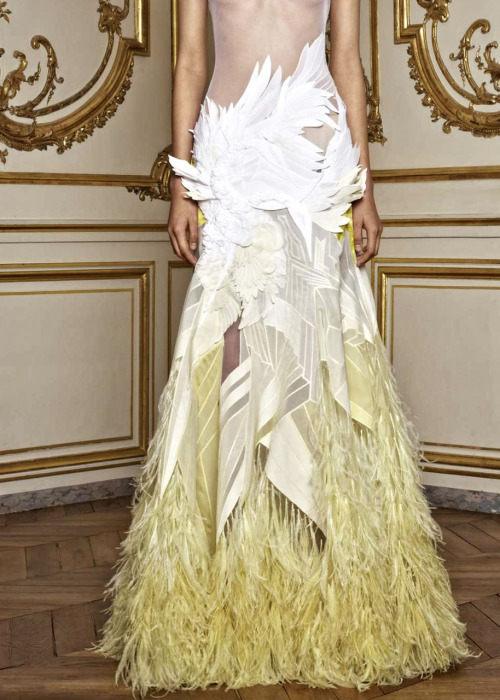 I loved all the feather motifs in the Givenchy show. This skirt is particularly amazing!
