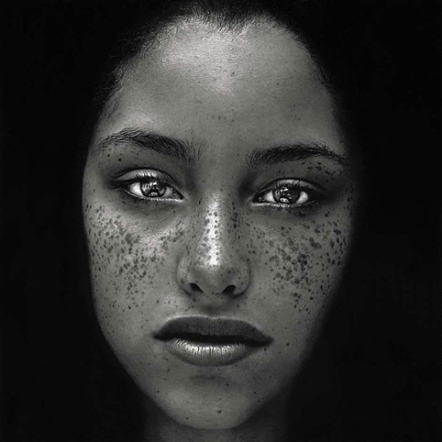 beautifulineverycolor:  artcomesfirst:  kvetchlandia:  Irving Penn     Freckles     Undated  Photography by Irving Penn  Those eyes! 😍