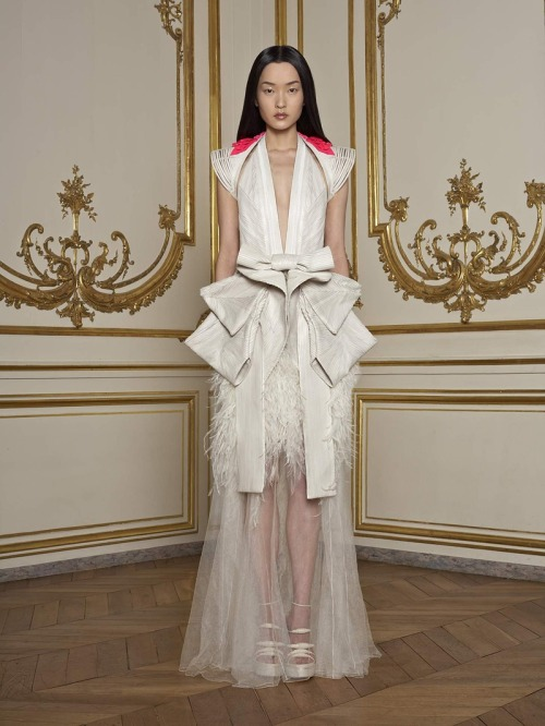 INCREDIBLE.  vogue:  Givenchy Spring 2011 Couture Photo: Courtesy of GivenchyVisit Vogue.com for the full collection and review.