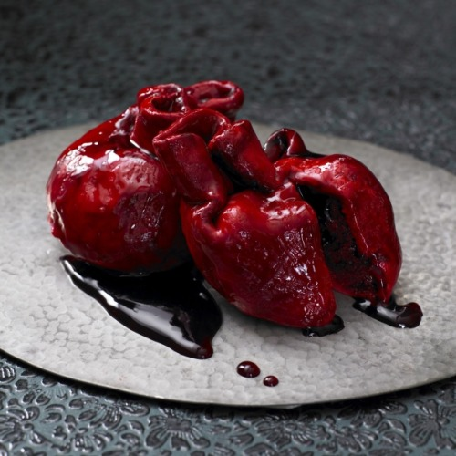 katieohh:  shmegeh:  kitten-guts:  These artistically crafted, edible heart cakes are scarily realistic and are made using red velvet sponge, cream cheese frosting and cherry and blackcurrant syrup for the blood. (more photos)  If these weren't UK exclusive, I'd send you one so fucking fast.  >;p my kinda cake