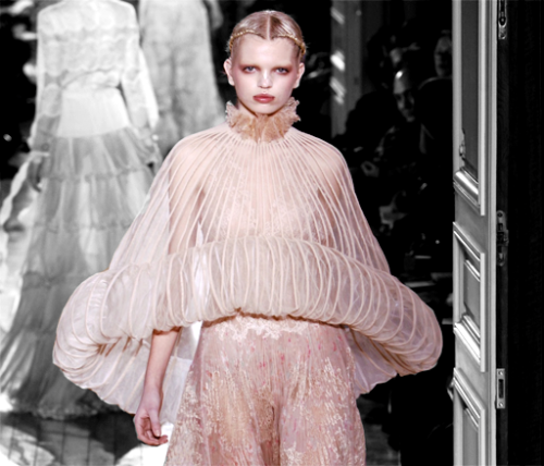 Daph for Valentino Haute Couture S/S 2011.