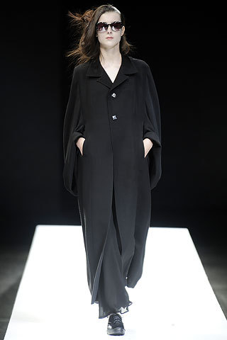 Yohji Yamamoto S/S 2009 I would wear every single item from this collection. If I could wear one designer everyday until I die, it would be Yamamoto. (via MAFIA HUNT » Blog Archive » Yohji Yamamoto S/S 2009)