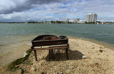 ohmydarlingdreamer:  inothernews: SEA SONATA   A grand piano, damaged by fire, is seen on a sandbar in Biscayne Bay in Miami, Florida. It is unknown how the piano got there.  (Photo: Getty via the Telegraph) UPDATE: Our Tumblrfriends at ABC World News know how it got there!