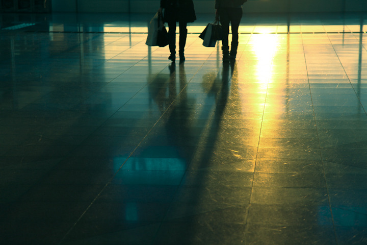 "PLACES OF JAPAN 05 - ""HANEDA AIRPORT AT SUNSET (3 of 4)"" As we were waiting for Vicki's dad to arrive at the airport I snapped a few shots while Vicki was… a) hiding behind a trash can. b) making out with some pathetic hipster. c) getting pregnant. d) working for Steve, a Japanese business man. e) buying bottled water from a vending machine."