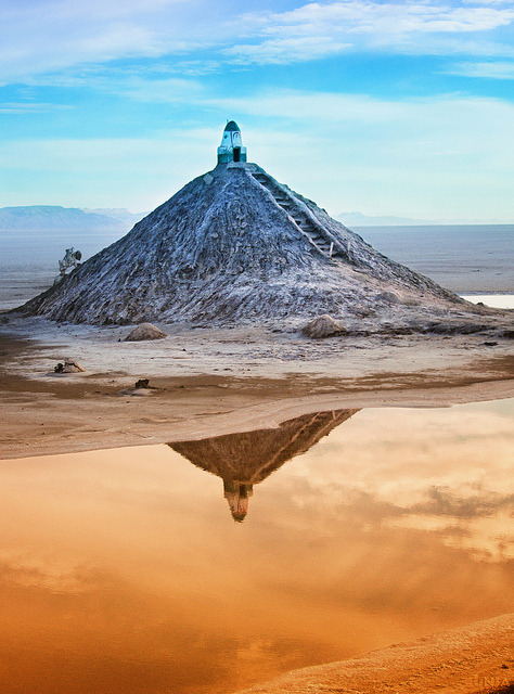 Chott el Jerid in Tunisia is a large salt lake in southern Tunisia and the largest salt pan of the Sahara with a surface area of over 7,000 km². Due to the extreme climate with annual rainfall of only 100 mm and temperatures reaching 50° C, water evaporates from the lake. In summer Chott el Jerid is almost entirely dried up, and numerous fata morganas occur.Chott el Jerid was used as a filming location for the Star Wars series. Photo by Dunja