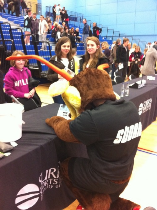 photo: SurreyStorm: Storm got wrist ache from signing so many autographs on Saturday! http://twitpic.com/3t099a