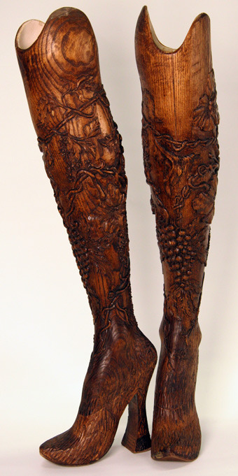 kier-cs:  Aimee Mullins' carved wood leg prostheses for Alexander McQueen's Givenchy show, autumn/winter 98/99