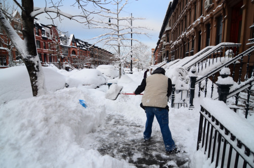 fewlittlesins:  joelzimmer: Early morning shoveling from the dump of snow we got yesterday I have to move out of my apartment on Sunday. Yuck.  I have a friend moving into the city this weekend…where are you moving?
