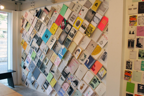 2or3thingss: Zine Library at No.12 Gallery (via Nieves Books)