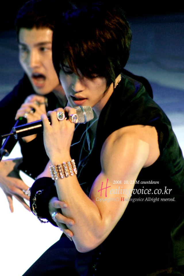 Look at those muscles!! kekekeke