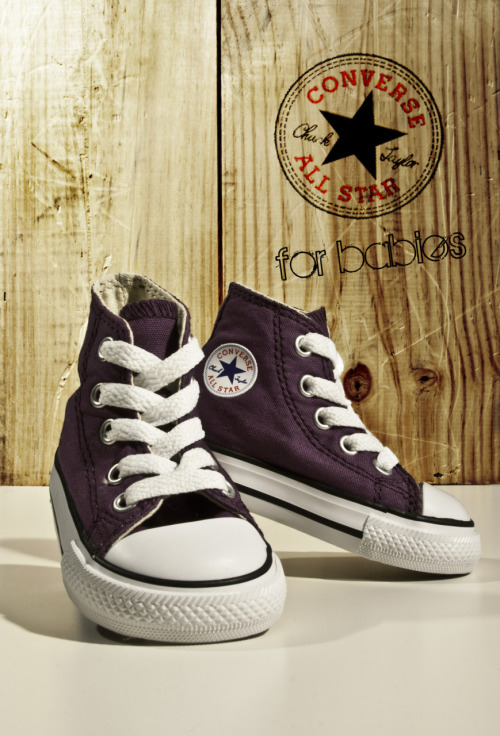 Converses for babies!? These are adorable.  leinenweberphotodesign:  latest product shot: I spent the weekend shooting my lil baby's shoes; including her new set of converse.