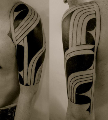 fuckyeahtattoos:  A freehand tribal done by Fabio Pimentel at BlackBall Studio, SP - Brazil. This was done in 2 sessions and it's my 4th tattoo.