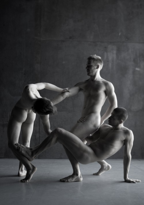 hunternprey:  homotography:  The Naked Dance  Life is an elegant dance !  Guys preferred ! HM & Hunter   our archives !  HM69 Best Male Diaries     our story blog !