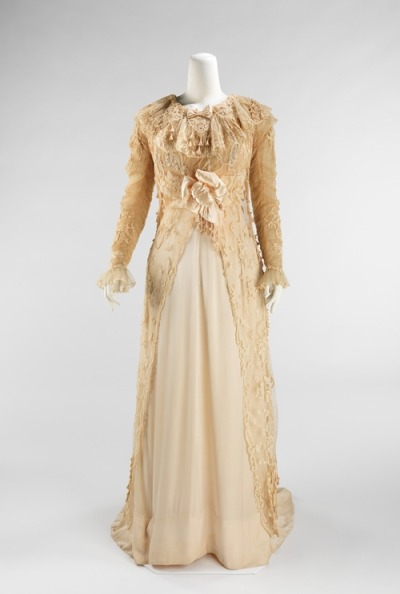 Promenade dress by Jeanne Paquin, 1908