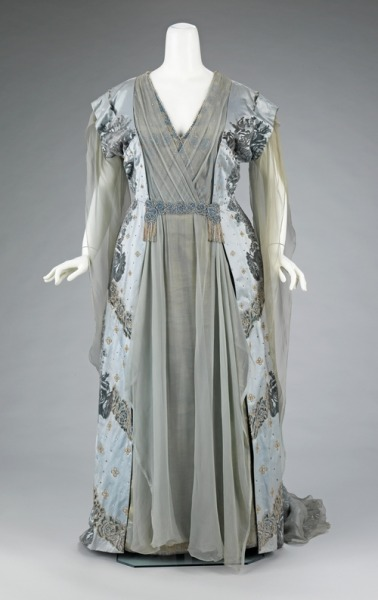 Worth tea gown worn by J.P. Morgan's wife, c. 1910