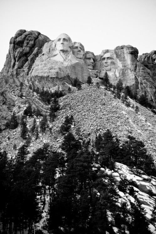 mount rushmore (full view).