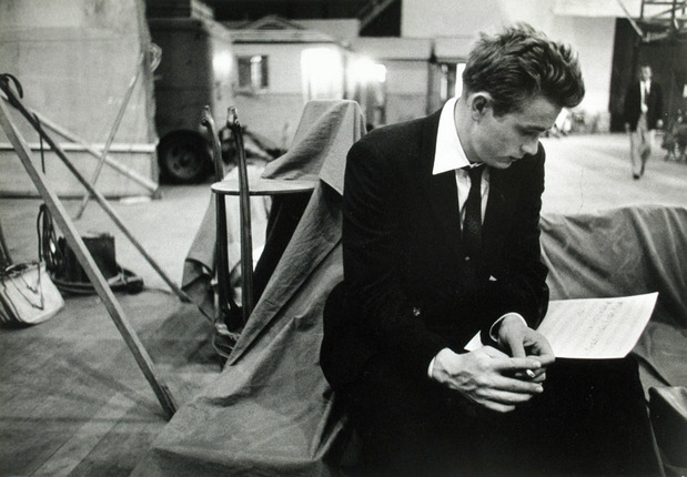distinguishedcompany:  theniftyfifties: James Dean learning his lines. Photo by Bob Willoughby, 1955.  Look at his right hand. Tension. Full of nerves.