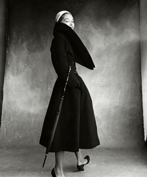 vogue:   NOSTALGIA: Lisa Fonssagrives-Penn in Dior Photographed by Irving Penn for Vogue in 1950